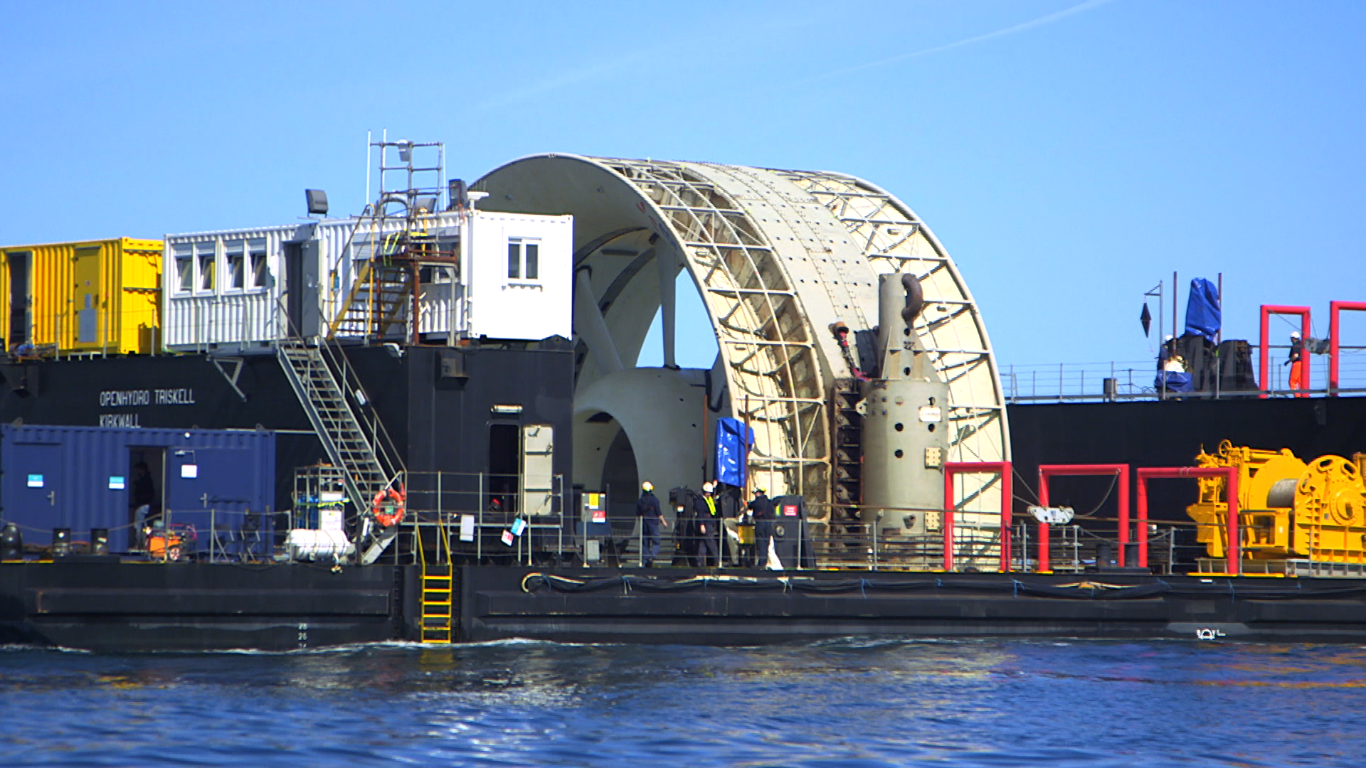 dcns Hydrolienne OpenHydro sur sa barge Triskell